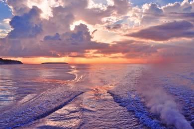 【zoomバーチャル背景対応】海上から見るセブ島の朝焼け