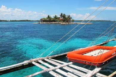 オランゴ島の港 OlangoIsland
